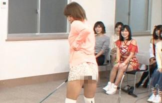 SKE48山内鈴蘭のパンツ丸見えゴルフスイング☆スカート短すぎだろ…(えろ写真30枚)