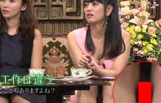 (パンツ丸見え)脊山麻理子アナ、ミニスカドレスの中身が見えちゃうハプニング☆(えろ写真)