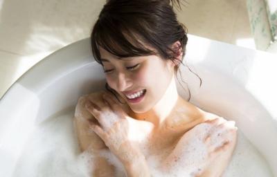 乃木坂46のお色気オネエさん衛藤美彩が裸の泡風呂入浴姿を披露☆☆