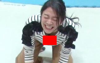 (胸チラ)ZIP☆の美巨乳リポーターが隙ありして胸元マル見えハプニング☆(えろ写真)
