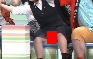 (パンツ丸見え)のど自慢で10代小娘のスカートの中身が露わになるハプニングwwwwww(えろ写真)