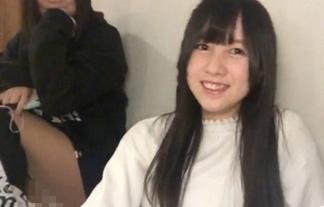 (パンツ丸見え)AKB48中野郁海(16)、純白パンツを生配信してしまうwwwwww(GIFムービー)