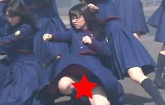 (パンツ丸見え)欅坂46がMV収録現場でスカートの中身見せまくりwwwwww(キャプえろ写真)
