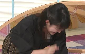 (胸チラ)諸國沙代子アナ、わざとらしくコケてお乳アピールwwwwww(GIFムービーあり)