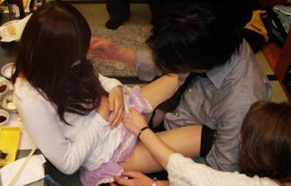 新入店員歓迎会でのせくはらの実態☆これが女性が活躍する社会かwwww(社内レディーえろ写真20枚)