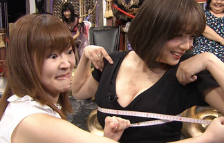 篠崎愛のロケット乳お乳を指原がモミしだくなどやりたい放題wwwwww(キャプえろ写真38枚)