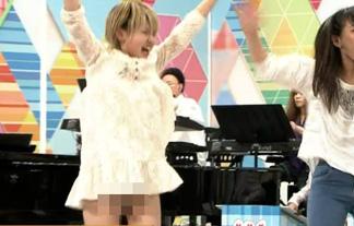 NHKのど自慢でシロウトGALがパンツ丸見え胸チラ☆ムラムラしてガードがユルユルに…(えろ写真18枚)