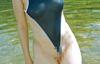 スクールミズ着が進化しておまんちょがほぼマル見えにwwwwwwww(えろ写真10枚)
