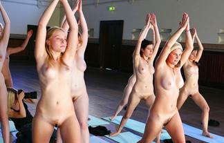 裸ヨガとかいう闇の深い健康法wwwwww外から見る分には単純にえろいwwwwwwww