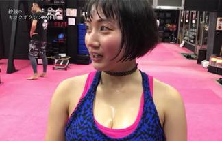 紗綾がイベントに出演後汗だくになるww谷間を垂れていく汗が艶っぽくてたまらんwwwwww