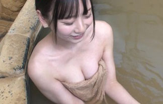 定期的にオカズを提供してくれるランク王国でハミ乳入浴wwww