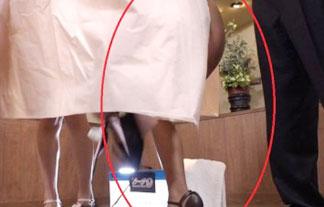 水着を生着替え中にAV女優のケツが映る放送事故wwww