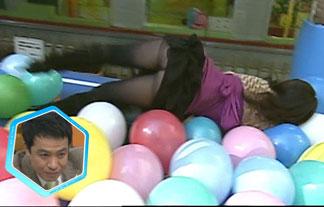 TVで転倒したタレントのモロパンツwwwそのまま放送されててワロタwww