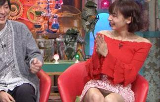 人気モデル岡田紗佳、超ミニスカでテレビ出演し無防備パンツ丸見え披露wwwwwwww