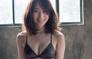 AKB48高橋朱里のプリケツがエロいドスケベ水着姿!