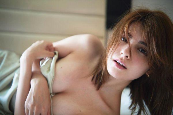 マギー セミヌード エロ画像009
