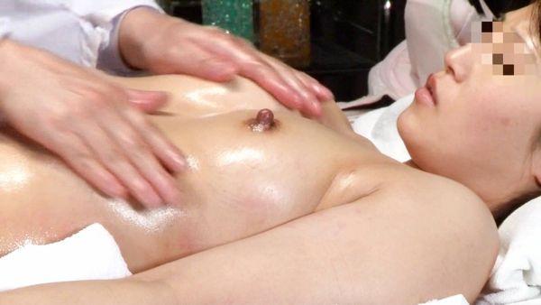 乳首勃起 エロ画像